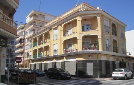 I bakgrunden syns det stora hotellet som numera heter La Familia (precis  som det lilla i första linjen). 33aa0d23150a9